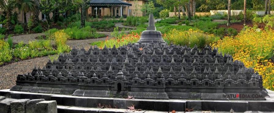kerajinan batu artwork miniatur borobudur di taman