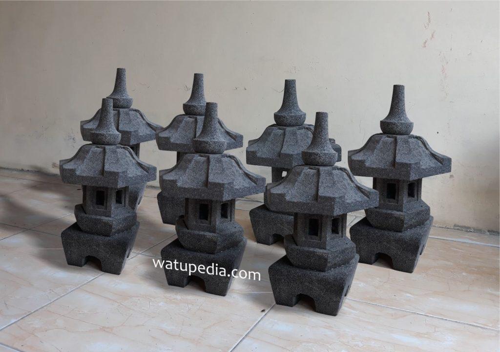 Lampu taman/ lampion batu model jepang adalah salah satu hasil kerajinan kami yang berbahan batu candi