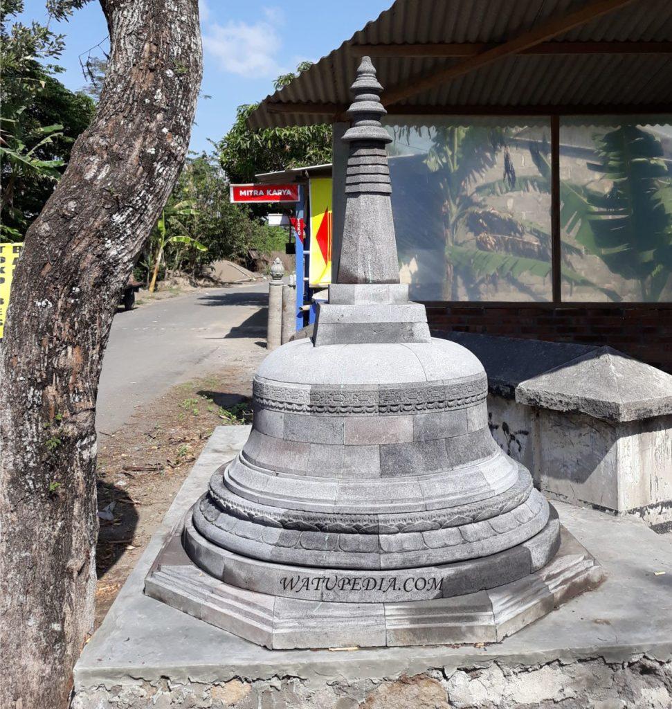 Harga untuk 1 unit stupa ini adalah 15 juta rupiah saja. Stupa ini adalah tiruan dari stupa induk candi borobudur. Stupa ini sangat rapi dan detail serta sangat mirip dengan aslinya.